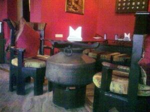 Cauldron as a table base...
