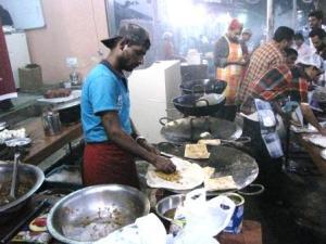 MM Road: Food street by night!